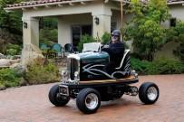 Bumper-Cars von Tom Wright: Lusse Rod mit einer Lackierung, welche das Fahrzeug je nach Winkel des einstrahlenden Sonnenlichts in einer anderen Farbe erscheinen lässt