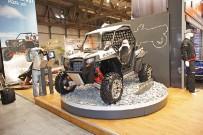 Polaris RZR XP 900: 2012er Modell mit neu konstruierter Vorderrad-Geometrie, jedoch noch immer ohne Servolenkung