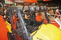 Kymco UXV 500: mächtige Zusatz-Scheinwerfer und Windschutzscheibe – leider ohne Scheibenwischer und Straßenzulassung