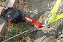 Richtig Winchen, Selbstbergung: 4. Windenhaken an der roten Zugschlaufe herbeiziehen und einhängen