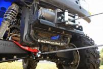 Richtig Winchen, Bergung mit Umlenkung: am besten eine Öse am Fahrzeug-Rahmen als Ankerpunkt wählen