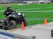 Spass beim Testfahren: In den Parcours des Schweizer Generalvertreters war ein Anhänger eingebaut, der überquert werden musste