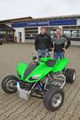 Kompressor KFX 700: Florian und Richard Rabenbauer präsentieren auf den Brainwashing-Days 2014 eine Kawasaki KFX 700, die mit Kompressor ausgestattet ist und rund 88 PS leistet – rund 70 % mehr als das Original mit 49 PS