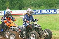4. Quad Challenge Lauf 2014 in Melsungen, Klasse 1: Heinz Brandt (innen) kommt an der Vorjahres-Meisterin Saskia Brüner nicht vorbei