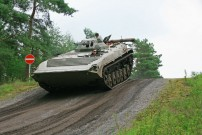 Gutschein von Fursten Forest: Der BMP1/OT90 ist ein ursprünglich russischer Schützenpanzer. Mit einem Gewicht von etwa 14 Tonnen ist er relativ leicht, wendig und überraschend schnell