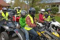 Benefizveranstaltung 2015: Die Quads und Buggys machten sich auf den Weg zum SOS-Kinderdorf Württemberg, wo die diesjährigen Rundfahrten stattfanden