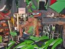 Kurven & Farben: dezente Erotik in Lime-Green auf dem heurigen Drachenfest bei QJC
